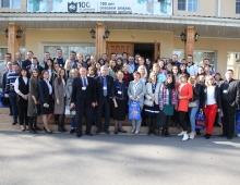 Участники-конференции-коллективная-фотография
